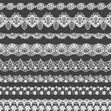 Комплект вектора безшовных границ Черно-белая картина шнурка для дизайна и моды Мотивы цветков и листьев Стоковое фото RF