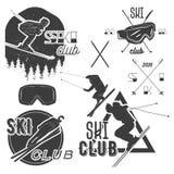 Комплект вектора ярлыков катания на лыжах горы в винтажном стиле Концепция спорта горных лыж весьма Стоковые Изображения RF