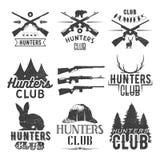 Комплект вектора ярлыков клуба звероловства в винтажном стиле Конструируйте элементы, эмблемы, значки, логотип охоты Стоковая Фотография RF