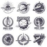 Комплект винтажных значков космоса и астронавта иллюстрация штока