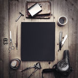 Комплект винтажных инструментов парикмахерской и черного холста Стоковое Изображение