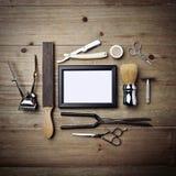 Комплект винтажных инструментов парикмахерской с пустой картинной рамкой Стоковая Фотография RF