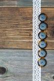 Комплект винтажных кнопок и лент шнурка Стоковое Фото