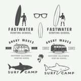 Комплект винтажных ретро логотипов серфинга, лета и перемещения, эмблемы, иллюстрация штока