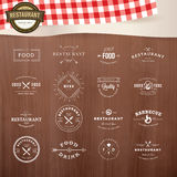 Комплект винтажных элементов стиля для ярлыков и значков для ресторанов иллюстрация штока
