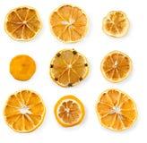Комплект высушенных кусков и половины куска апельсина и лимона, изолированного на белой предпосылке Стоковое Изображение RF