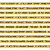 Комплект ленты желтого цвета места преступления, линии полиции, опасности, огня, не пересекает ленту Стоковые Фото