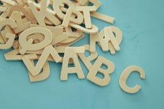 Комплект деревянные письма английского алфавита Стоковые Фотографии RF