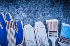 Комплект деревянных перчаток и конструкции безопасности paintbrushes метра Стоковое фото RF