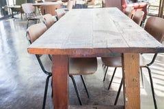 Комплект деревянных стула и таблицы Стоковая Фотография