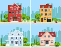 Комплект детальных красочных современных домов коттеджа с деревьями и предпосылкой города Графические здания также вектор иллюстр иллюстрация штока