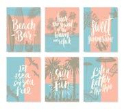 Комплект летних отпусков и тропических плакатов каникул или поздравительной открытки Стоковое фото RF