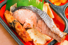 Комплект еды Японии зажаренных семг Стоковая Фотография