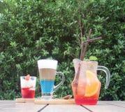 Комплект замороженного пунша плодоовощ лимона, ванильного мороженого и капучино Стоковое фото RF