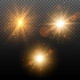 Комплект золотых накаляя световых эффектов на прозрачной предпосылке Взрыв звезды с Sparkles Стоковые Изображения RF