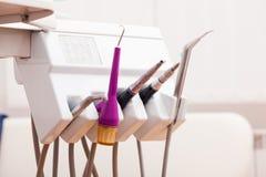 Комплект зубоврачебных инструментов Стоковая Фотография