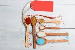 Комплект ингридиентов для варить на винтажной предпосылке Стоковые Изображения