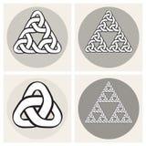 Комплект линии элементов 4 векторов кельтской вплетая дизайна узлов треугольника Стоковое Изображение RF