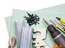 Комплект инструментов гипсокартона на белой предпосылке стоковое фото