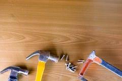 Комплект инструментов над деревянной панелью с космосом для текста, комплект constr Стоковое Фото