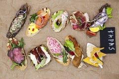 Комплект испанских тап на предпосылке тканей Большая предпосылка для ресторана, кафа Стоковые Изображения