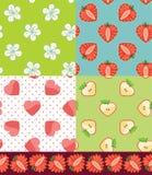 Комплект картины плодоовощ безшовной Клубника, Яблоко, сердца, цветки Стоковые Изображения RF
