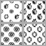 Комплект картин вектора безшовных черно-белых с плодоовощами, предпосылками повторения с ягодой, клубникой, апельсином, грейпфрут Стоковые Фотографии RF