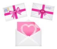 Комплект конвертов с лентами, уплотнение, сердце на ем, розовое приветствие Стоковое Фото