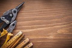 Комплект конструкции c copyspace метра стальных плоскогубцев резца деревянной Стоковое Фото