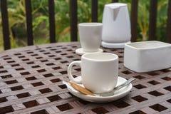 Комплект кофе на деревянном столе Стоковые Изображения
