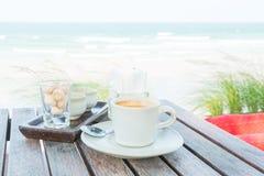 Комплект кофе на пляже Стоковое Изображение