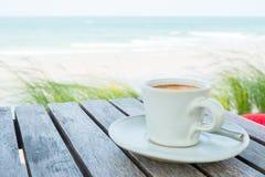 Комплект кофе на пляже Стоковое Изображение RF
