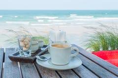 Комплект кофе на пляже Стоковая Фотография