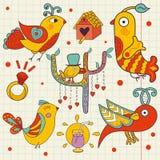 Комплект красочных красивых птиц нарисованных в детском стиле иллюстрация штока