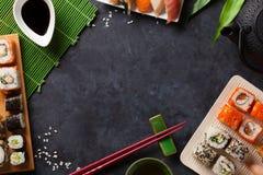 Комплект крена суш и maki и зеленого чая Стоковые Фото