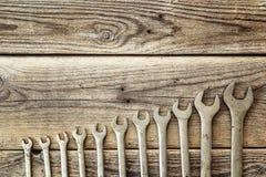 Комплект ключа на старой деревянной предпосылке Стоковые Фото