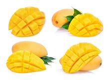 Комплект манго куска свежего изолированного на белизне Стоковое Изображение
