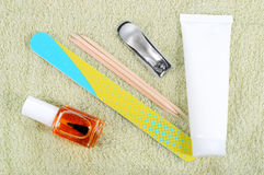 Комплект маникюра на полотенце. Стоковое фото RF