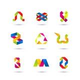 Комплект минимальных геометрических multicolor символов и форм Ультрамодные значки и логотипы Дело подписывает символы, ярлыки, з Стоковое фото RF