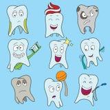 Комплект милого зуба показывая различные эмоции, счастливые сияющие белые символы характеров зуба, иллюстрацию вектора шаржа бесплатная иллюстрация