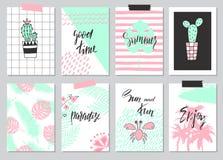 Комплект милой нарисованных рукой карточек лета, предпосылка Праздник, перемещение, тема каникул Обои, рогульки, приглашение, пла Стоковое Изображение
