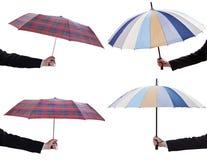 Комплект мужских рук с открытыми телескопичными зонтиками стоковое фото