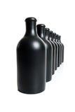 Комплект нескольких штейновых черных бутылок на белой предпосылке Стоковое фото RF