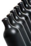 Комплект нескольких штейновых черных бутылок на белом конце предпосылки Стоковая Фотография RF