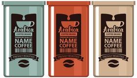 Комплект обозначает кофе в железных банках с зерном и чашкой Стоковое Изображение