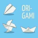 Комплект объектов origami Белизна на голубой предпосылке Самолет, pinwheel и шлюпка Стоковые Фото