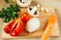 Комплект овощей на деревянной доске Стоковые Фото