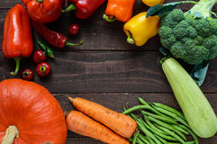 Комплект овощей & x28; брокколи, моркови, зеленые фасоли, сквош, сладостный перец, chili, zucchini& x29; Стоковое Изображение