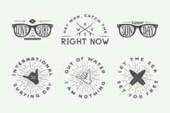 Комплект логотипов года сбора винограда занимаясь серфингом, плакатов, печатей, лозунгов иллюстрация штока
