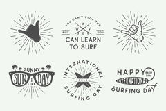 Комплект логотипов года сбора винограда занимаясь серфингом, плакатов, печатей, лозунгов иллюстрация вектора